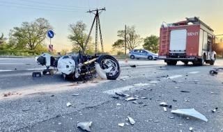 (Aktual.) Wypadek w Ozorkowie, auto zderzyło się z motocyklem. Dwie osoby trafiły do szpitala