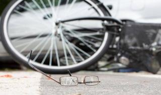 Śmiertelny wypadek w Kruszowie. Nie żyje rowerzysta